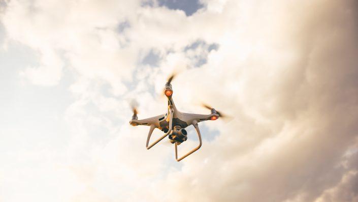 Cum cumperi sau vinzi o dronă înmatriculată în România