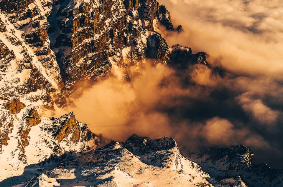 #WallpaperCuDrona: Spectacolul iernii deasupra Munților Bucegi